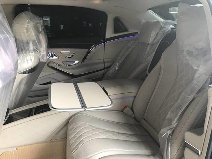 Maybach S400 4 Matic hệ thống cửa sau