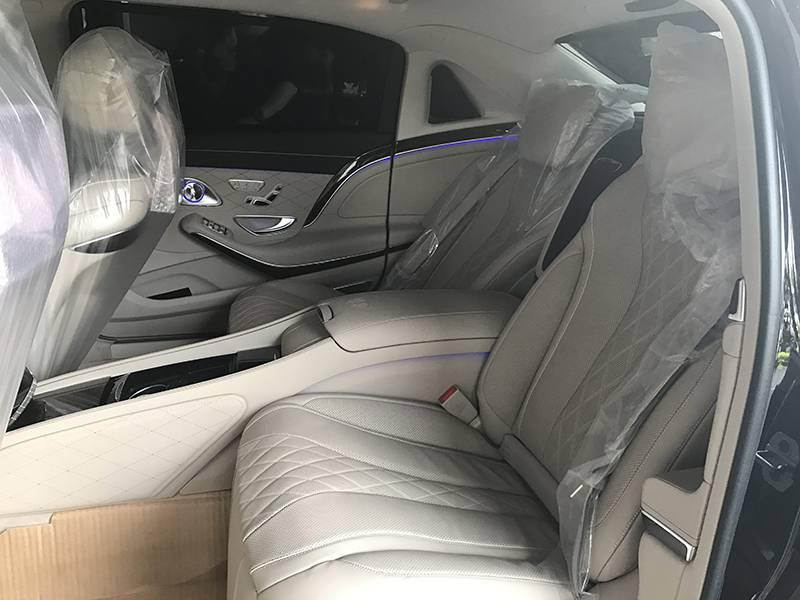 Maybach S400 4Matic hệ thống ghế phía sau