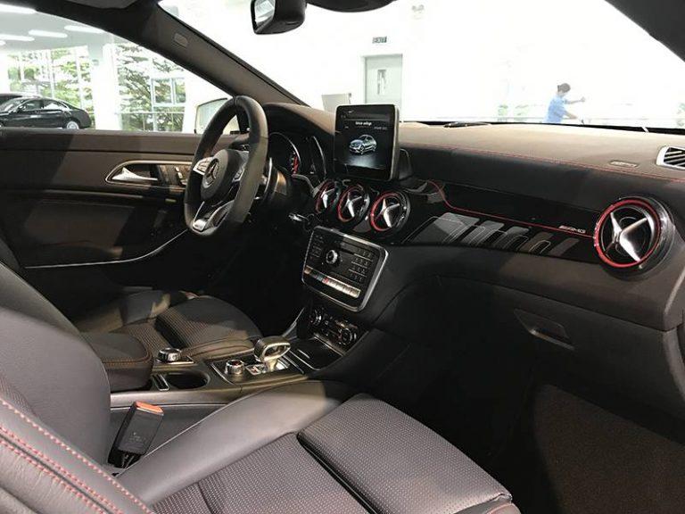 Mercedes CLA45 AMG hệ thống điều khiển