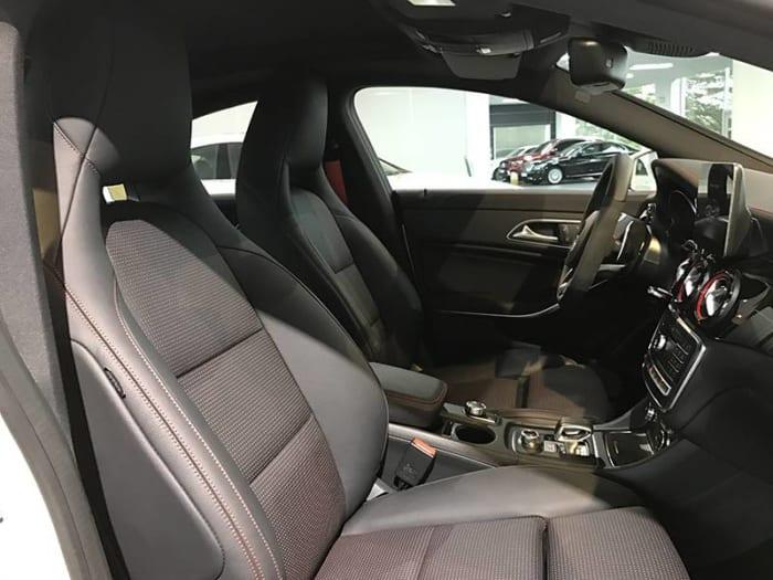 Mercedes CLA45 AMG hệ thống ghế