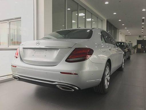 Mercedes E200 đuôi xe