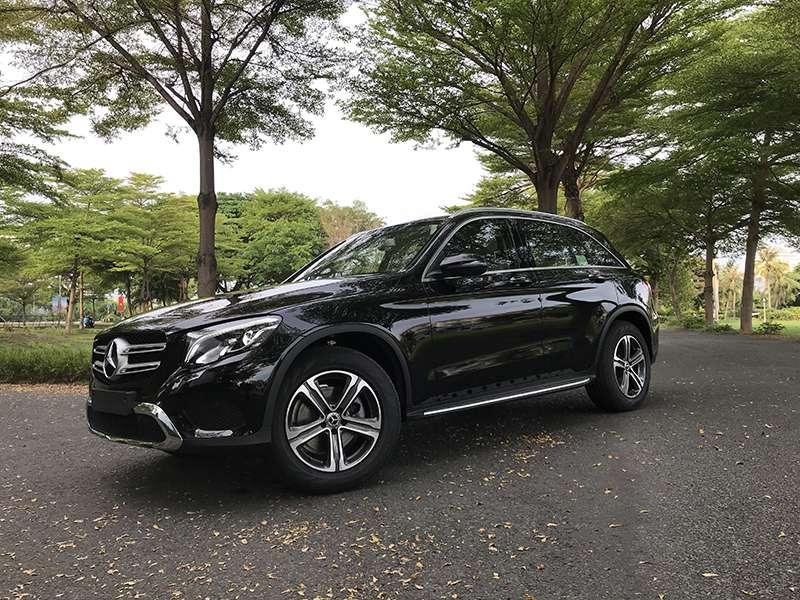 Mercedes GLC 200 màu đen