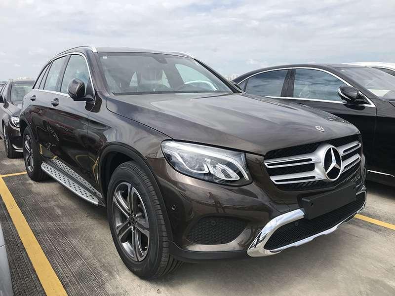 Mercedes GLC 200 phiên bản màu nâu