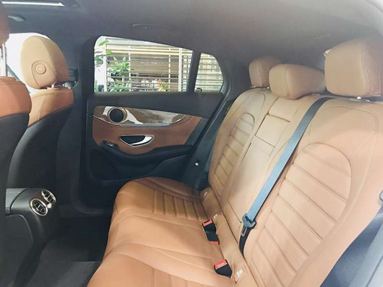 Mercedes GLC 300 ghế phía sau