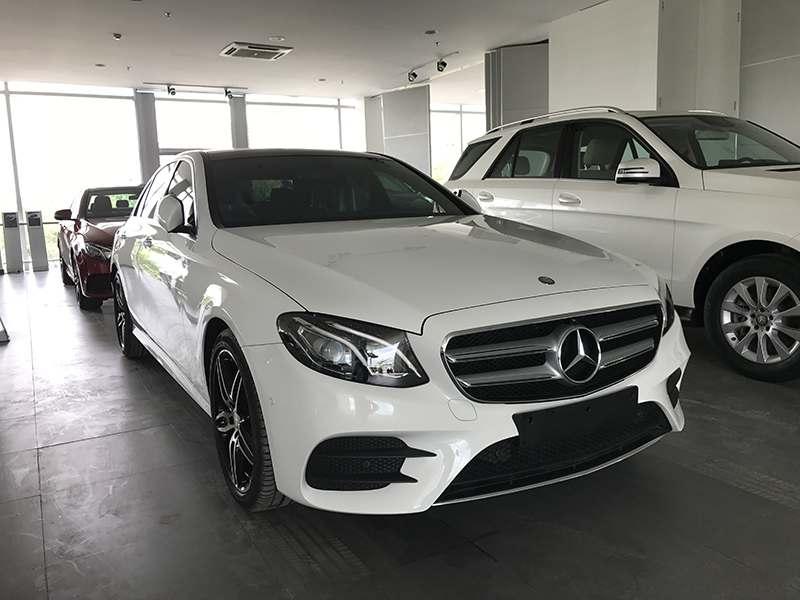 Mercedes E300 - Phiên bản màu trắng