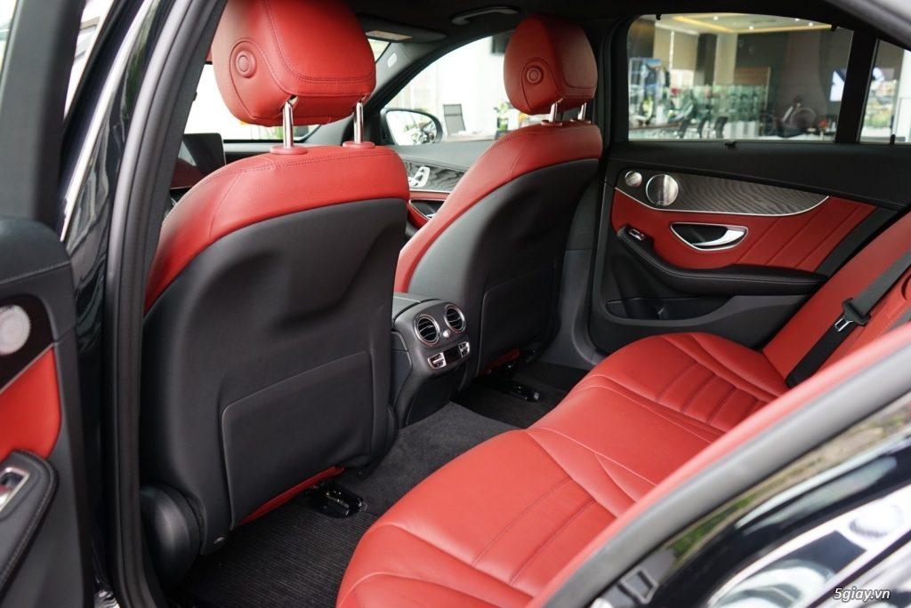 Mercedes C300 AMG he thong ghe sau