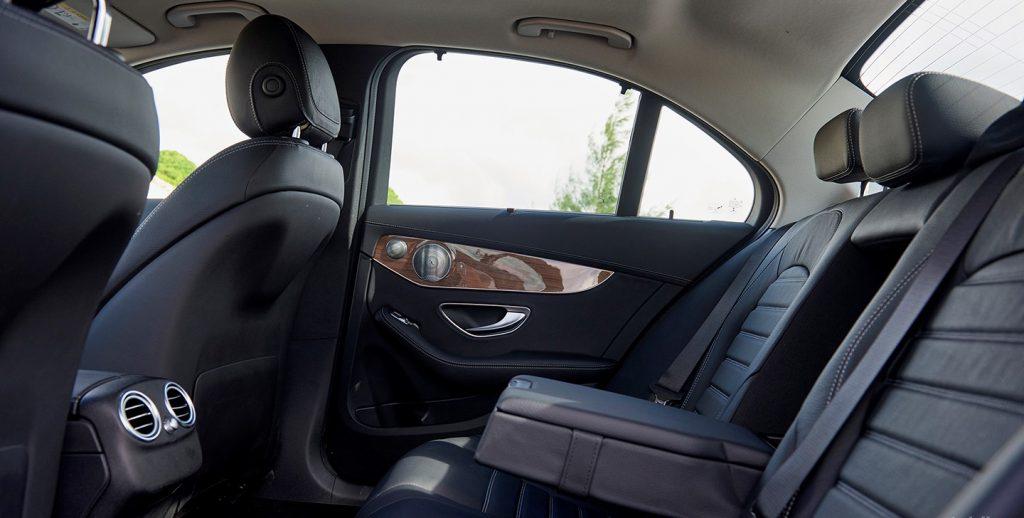 Hàng ghế sau Mercedes C250 Exclusive