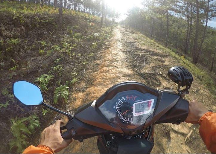 Cách chạy xe tay côn lên dốc