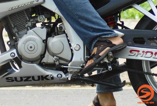 Cách sang số xe máy không bị giật