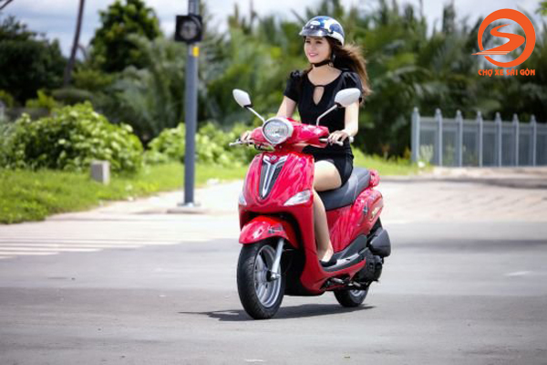 Hướng dẫn chạy xe tay ga dễ dàng cho chị em phụ nữ